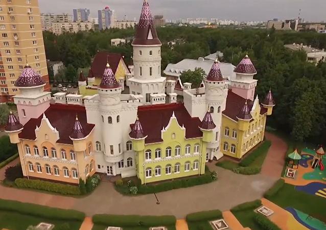 Así es el jardín de infancia ruso que parece un castillo medieval