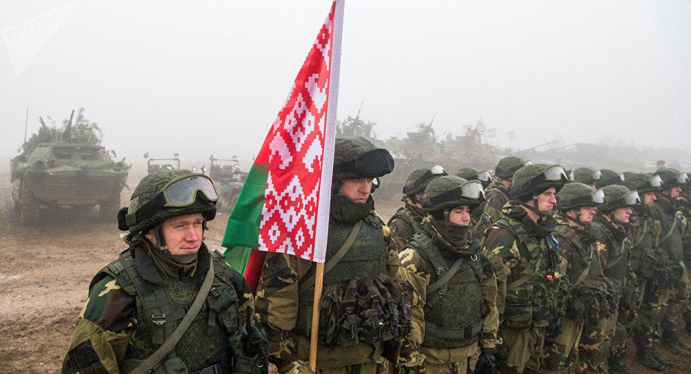 Militares bielorrusos durante unas maniobras