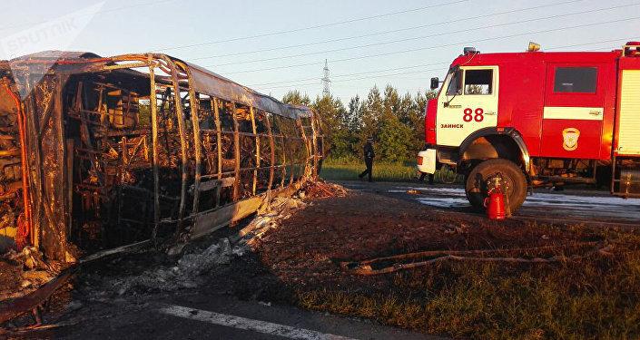 19 muertos en una colisión entre un tren y un autobús — Rusia