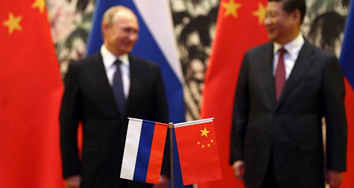Banderas de Rusia y China durante la reunión entre Vladímir Putin y Xi Jinping (archivo)