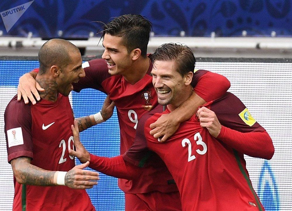 Jugadores de la selección portuguesa durante el partido contra México, en la Copa Confederaciones