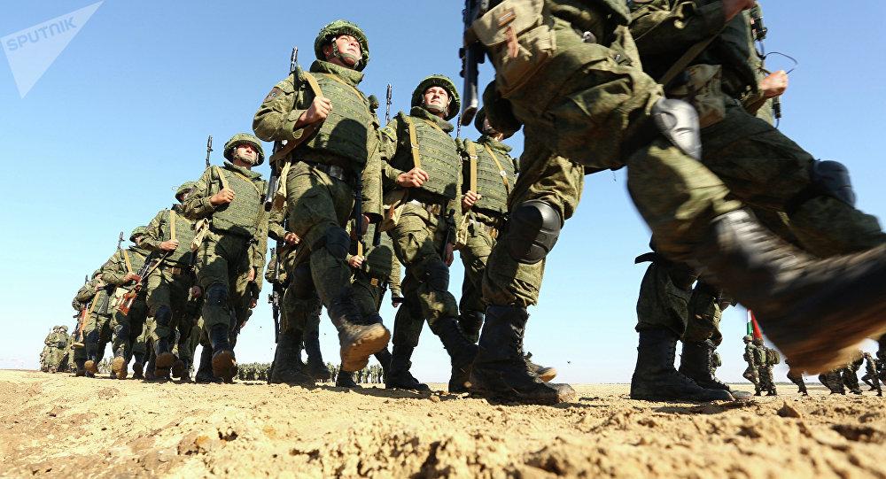 Militares rusos se preparan para las maniobras Indra (archivo)