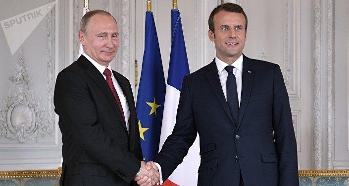 Vladímir Putin, presidente de Rusia, y su homólogo francés, Emmanuel Macron (archivo)