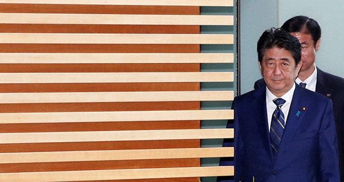 Abe disuelve el Parlamento, manteniendo un ojo sobre Pyongyang