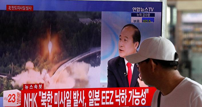 Un reportaje surcoreano sobre el lanzamiento de un misil balístico por Corea del Norte (archivo)
