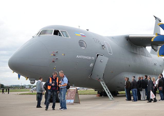 Un avión de transporte An-70