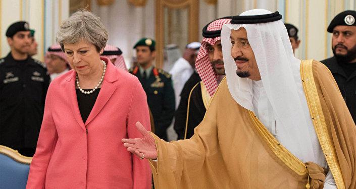 La primera ministra del Reino Unido, Theresa May, y el rey de Arabia Saudí, Salman bin Abdulaziz Saud