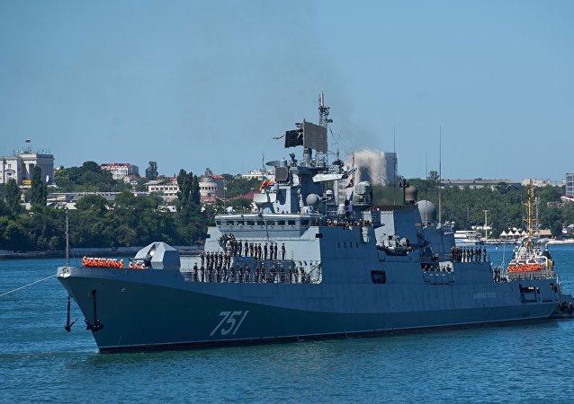 La fragata rusa Almirante Essen llega a Sebastopol