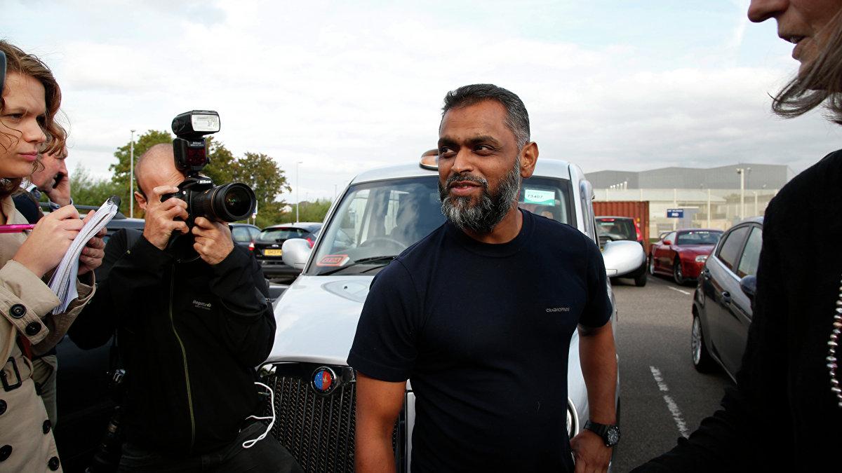 Moazam Beg, ciudadano británico que fue detenido en 2002 mientras se encontraba en Pakistán, trasladado a la base de Guantánamo y posteriormente liberado en 2005. En 2014 se le retiraron todos los cargos por terrorismo.