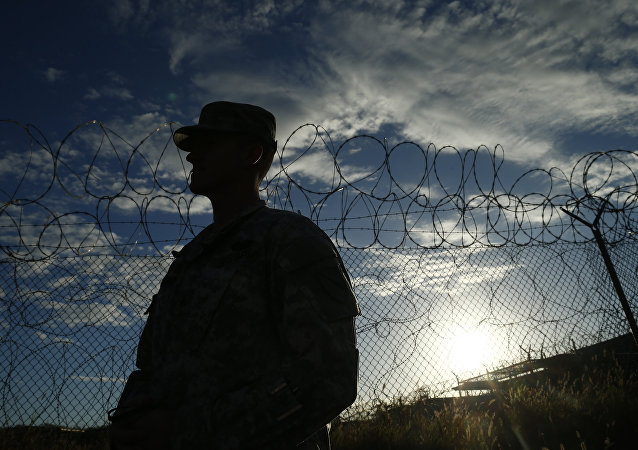 Soldado estadounidense en Guantánamo
