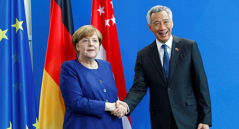 La canciller alemana, Angela Merkel  y el ministro de Singapur, Lee Hsieng Loong
