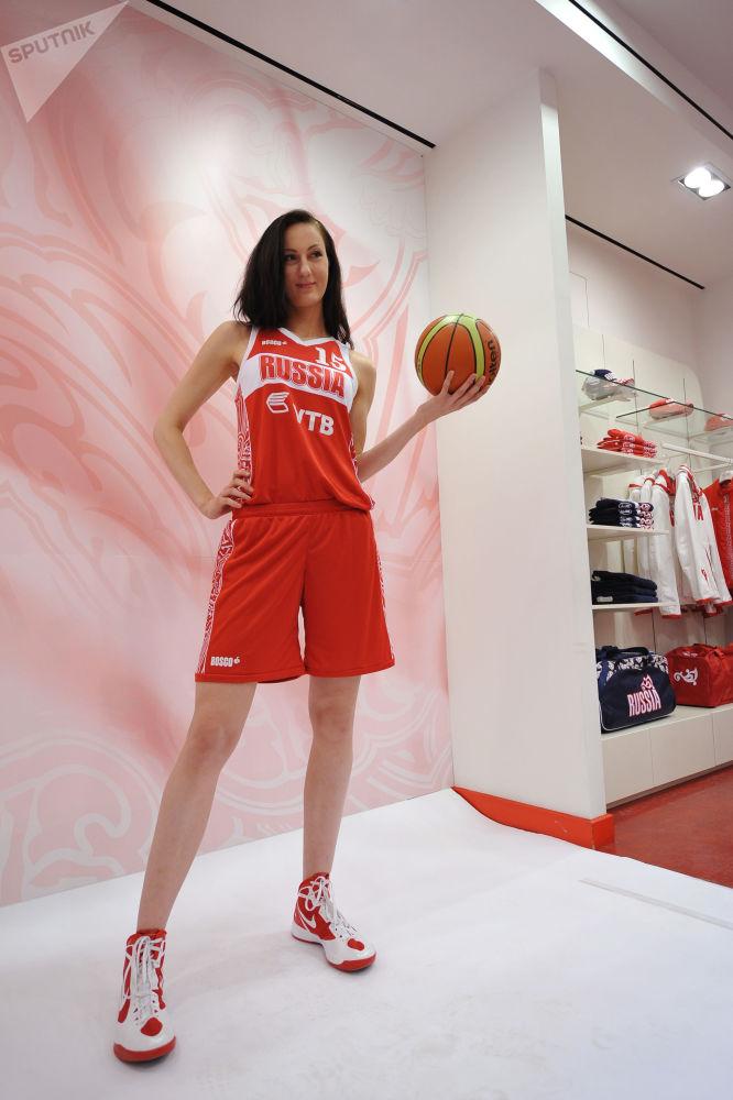 Belleza de vértigo: la aspirante rusa al récord mundial de las piernas más largas del mundo