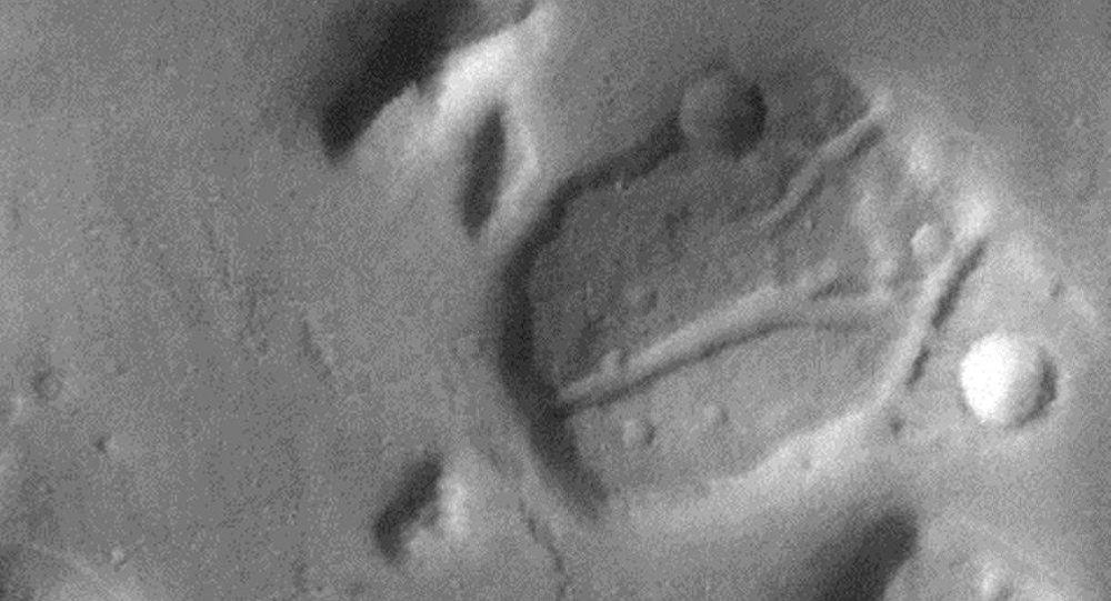 La  'cabeza de dinosaurio' en la superficie de Marte