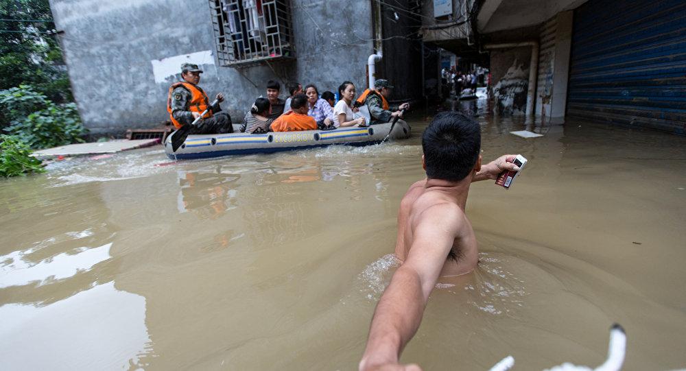 Van 83 muertos y 1.6 millones de evacuados por inundaciones en China