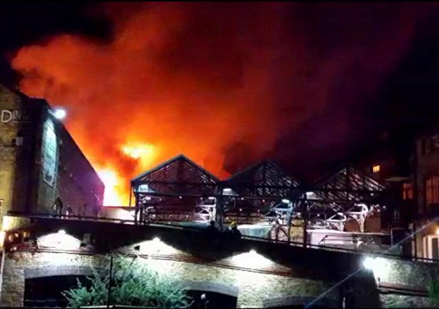 Incendio en el mercado londinense de Camden