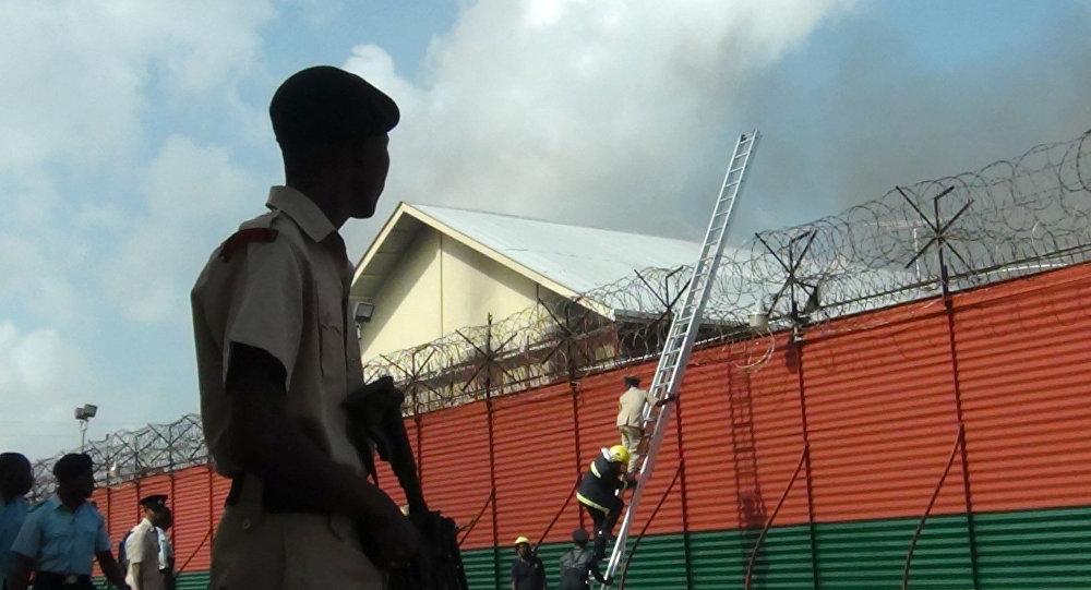 Un policía de Guyana cerca de la prisión Camp Street (archivo)