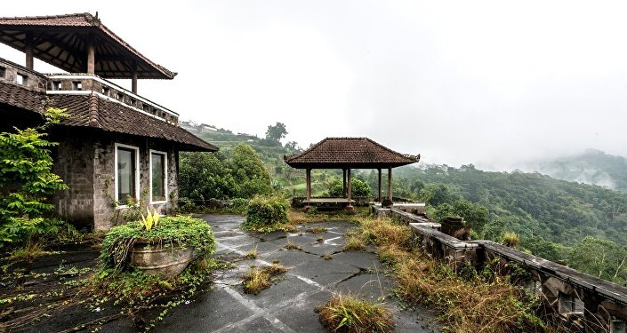 El exterior del hotel abandonado Bedugul Taman