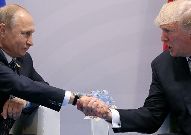 Presidente de Rusia, Vladímir Putin y presidente de EEUU, Donald Trump  (archivo)