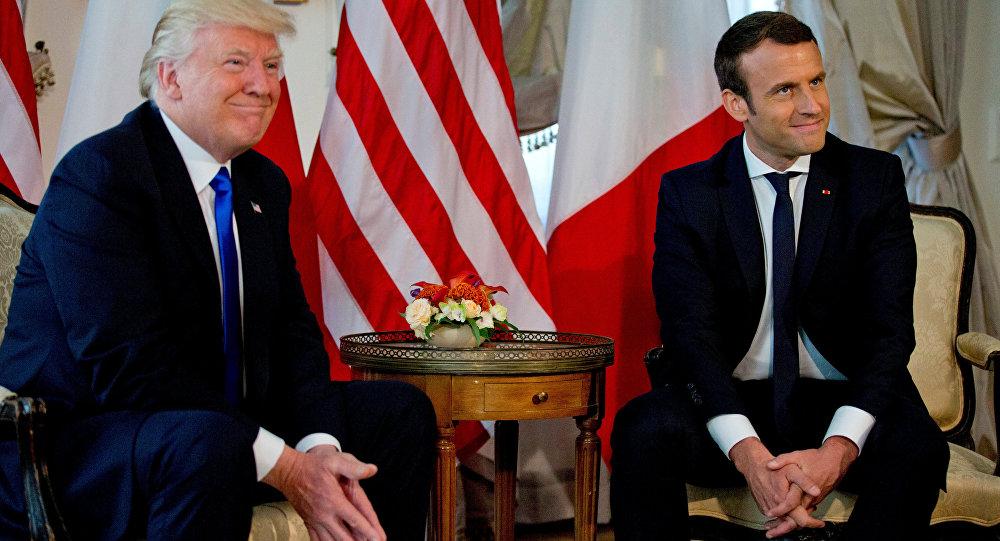 El incómodo apretón de manos entre Trump y Macron en Francia — YouTube
