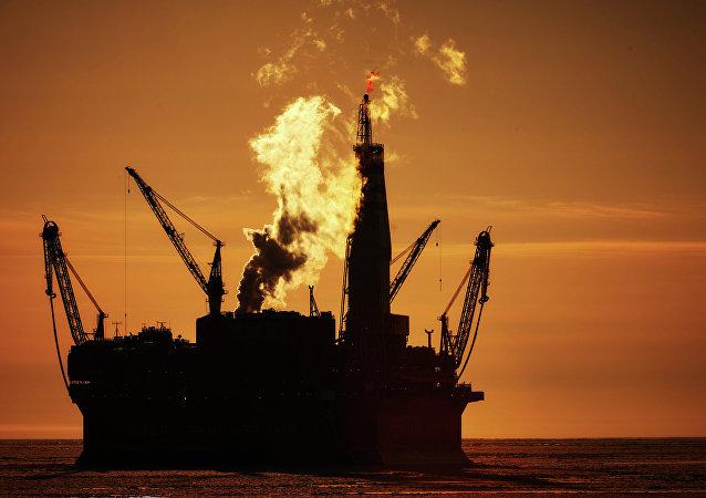 Una plataforma petrolera marítima
