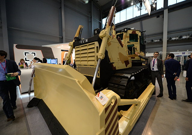 El buldócer blindado B10M2-S, presentado en la feria industrial Innoprom 2017