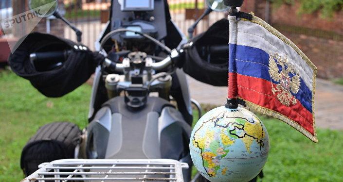 Moto del viajero ruso Oleg Jaritónov