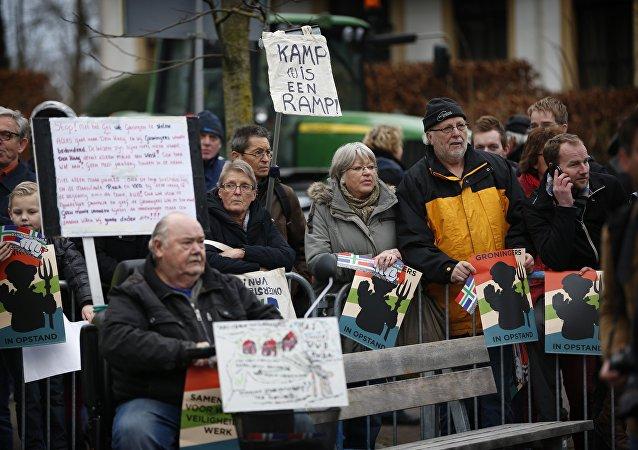 Manifestantes exigen parar el campo de gas de Groningen, Países Bajos