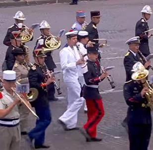El Ejército francés cierra con Daft Punk el desfile por la fiesta nacional