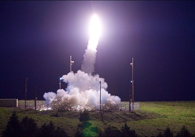La prueba del sistema antimisiles estadounidense THAAD en Alaska (archivo)