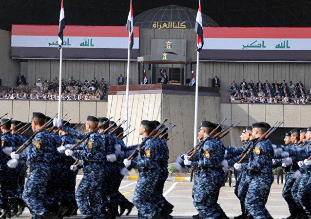 Los militares iraquíes durante el desfile militar en Bagdad, Irak