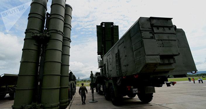 Sistema de misiles S-400 (archivo)