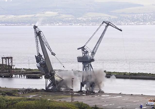Detonan las grúas de uno de los astilleros más emblemáticos del Reino Unido