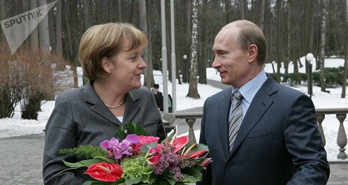 Canciller de Alemania, Angela Merkel, y presidente de Rusia, Vladímir Putin