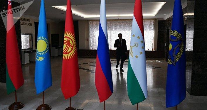 Las banderas de los países de la Organización del Tratado de Seguridad Colectiva (OTSC) (archivo)