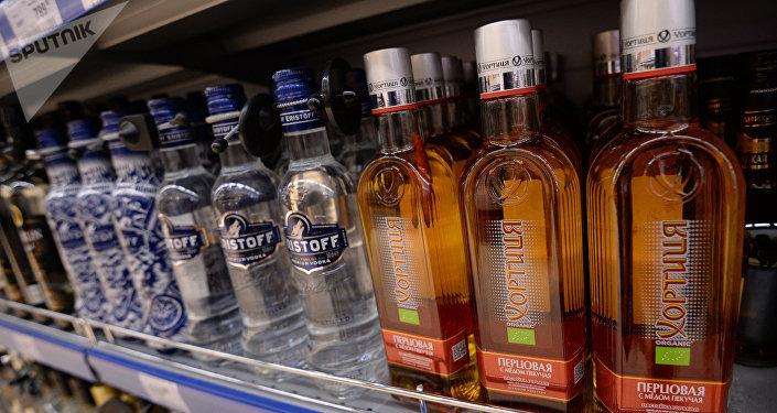 Vodka en un supermercado en Moscú