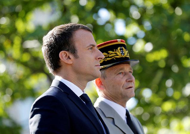 El presidente de Francia, Emmanuel Macron, y el jefe del Estado Mayor del país, general Pierre de Villiers