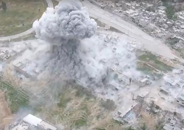 El sistema de desminado UR-77 Meteorit ataca las posiciones de Daesh en Siria
