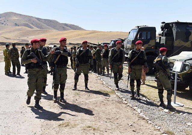 Los militares tayikos (archivo)