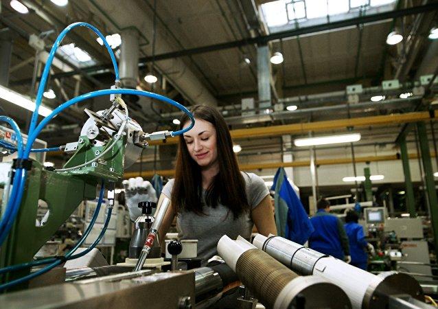 Fabricación de automóviles AvtoVAZ en la ciudad rusa de Toliatti (imagen referencial)