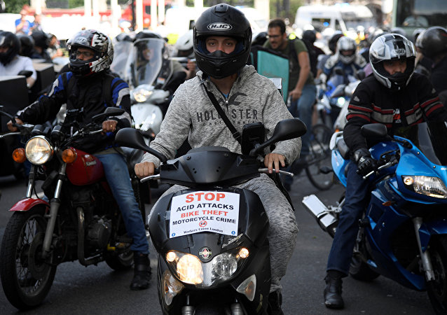 Motociclistas protestan en Londres por los ataques con ácido