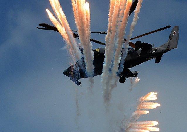 El helicóptero de combate Ka-52 'Alligator' durante la competición internacional 'Aviadarts-2016' en el campo de pruebas de las Fuerzas Aeroespaciales