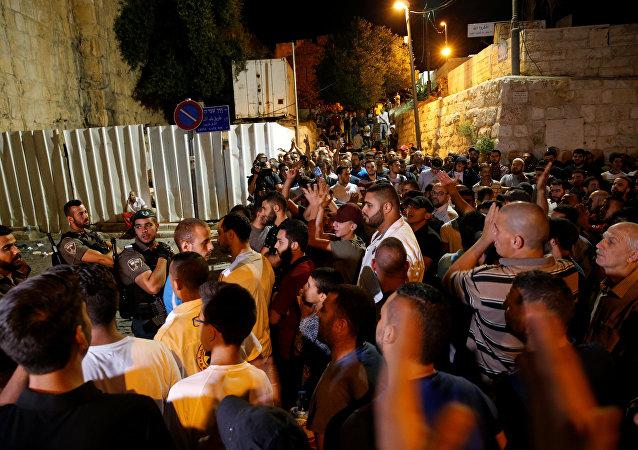 Los choques entre palestinos y fuerzas de seguridad israelíes