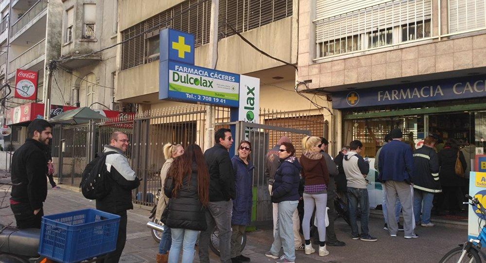 Cola en farmacia de Pocitos, Montevideo