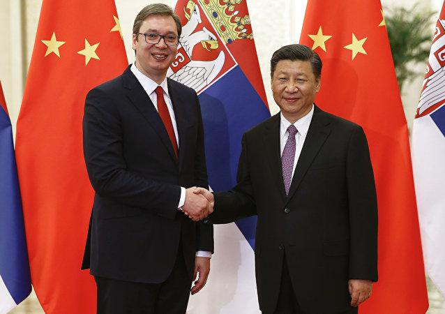 Aleksandar Vucic, presidente de Serbia y su homólogo chino, Xi Jinping