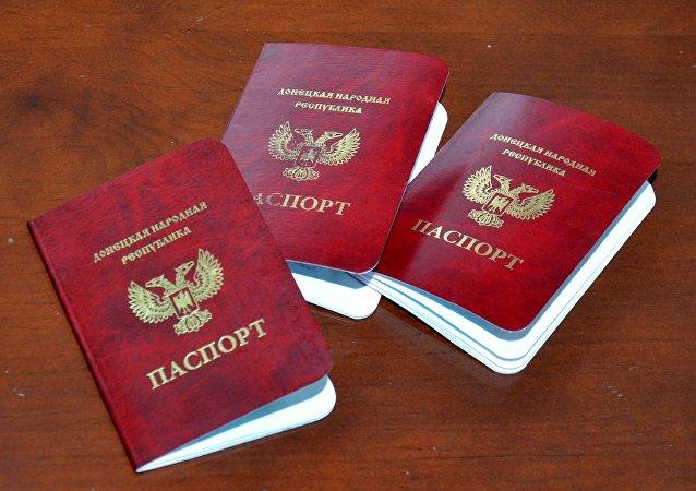 Pasaportes de las repúblicas de Donetsk y Lugansk