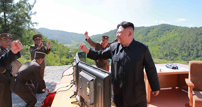 Kim Jong-un, líder de Corea del Norte, tras el lanzamiento del misil Hwasong-14