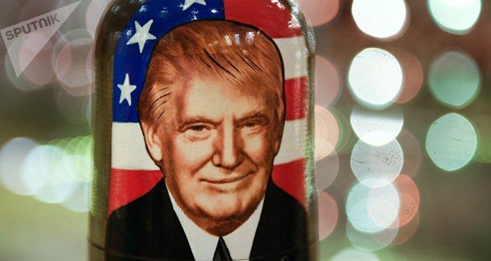 Una matrioska con la imagen de Donald Trump