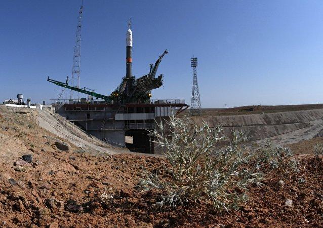 El cohete portador Soyuz-FG con la nave Soyuz MS-05 a bordo