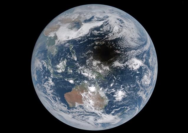 Imagen de un eclipse solar desde el espacio