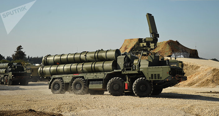 Rusia despliega los sistemas de misiles de defensa antiaerea S-400 en Siria